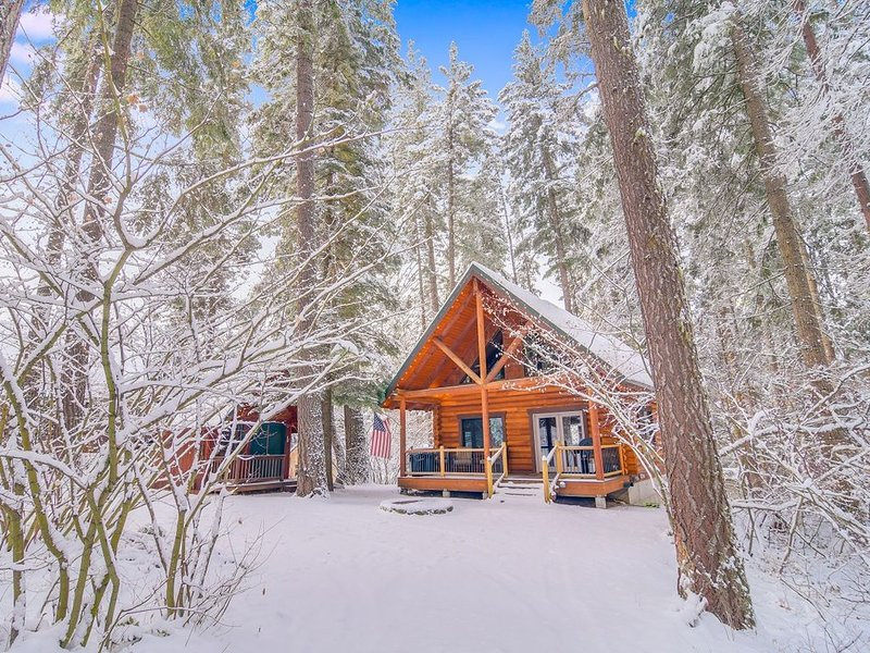 4th Nt FREE NOW! Cabin in the Woods w/ Fire Pit_Foosball Table_Pet-Friendly, casa vacanza a Easton