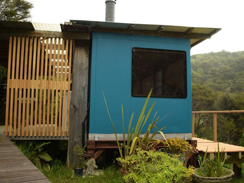 Woody Mamaku Retreat .  Eco stay close to  sea and nature., alquiler de vacaciones en Takaka