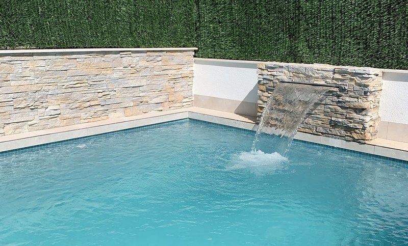 Gloednieuwe moderne villa met privé zwembad, casa vacanza a El Carmoli