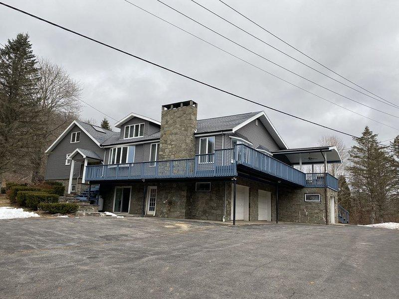 Belleayre modern Grandhouse 6 bedrooms sleep 16 w/hot tub, sauna, game lounge., vacation rental in Margaretville