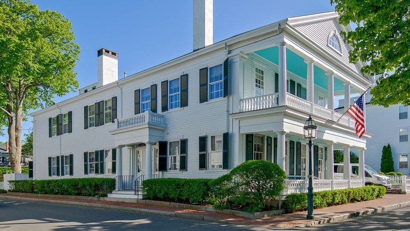 Luxurious Captain's Mansion - Waterfront, Town, & Beaches - 5 stars, holiday rental in Edgartown