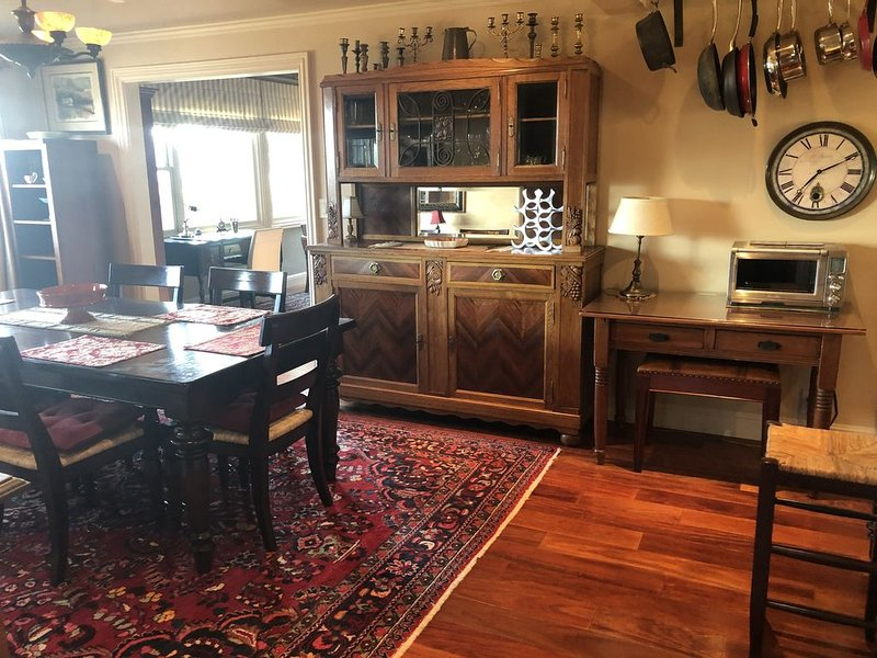 Hillside Cottage , Views of SF bay , 10 mins. to San Francisco , Muir woods!, vacation rental in Sausalito
