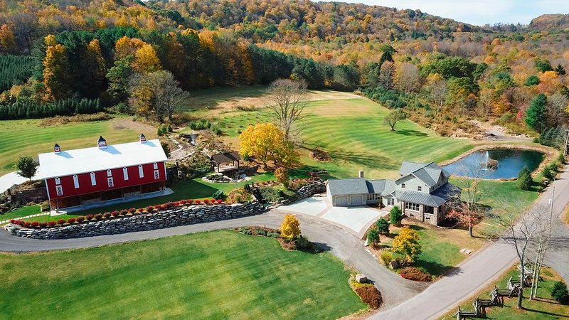 Beautifully Renovated Farmhouse at Maple Sugar Camp, minutes from local resorts!, vacation rental in Somerset