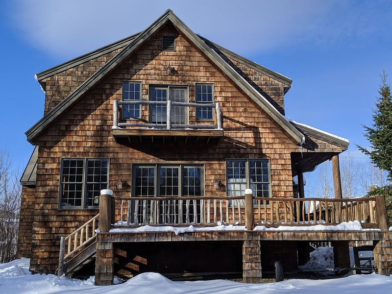 Private Alpine Lodge Home, holiday rental in Kingfield
