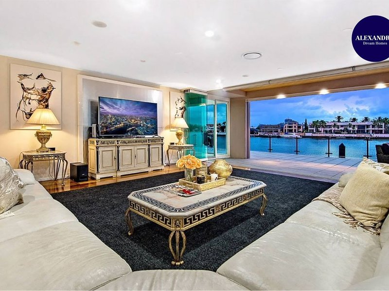 4.5 MILLION DOLLAR SURFERS PARADISE DREAM MANSION, holiday rental in Biggera Waters