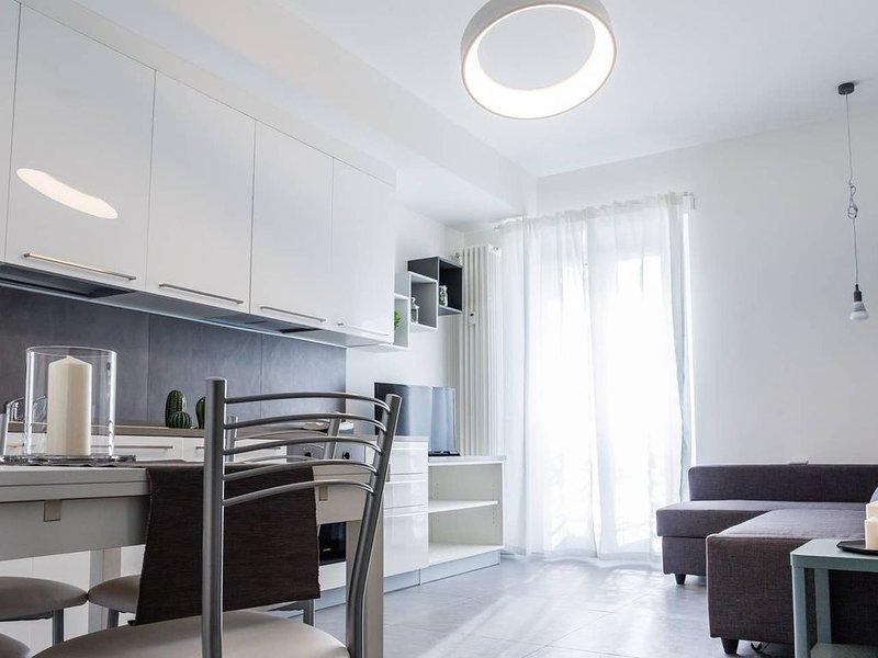 Bellissimo appartamento completamente arredato in Romana (free wifi, AC), location de vacances à San Donato Milanese