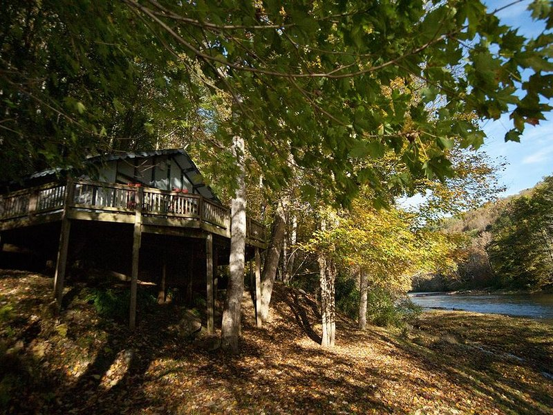 Rivers Edge in Todd - Enjoy the River from your front porch rocker, alquiler vacacional en Todd