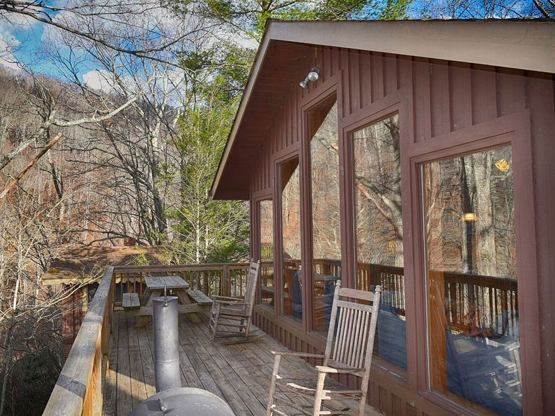 Bucky's Hideaway - Cool Private River Retreat in Todd, alquiler vacacional en Todd