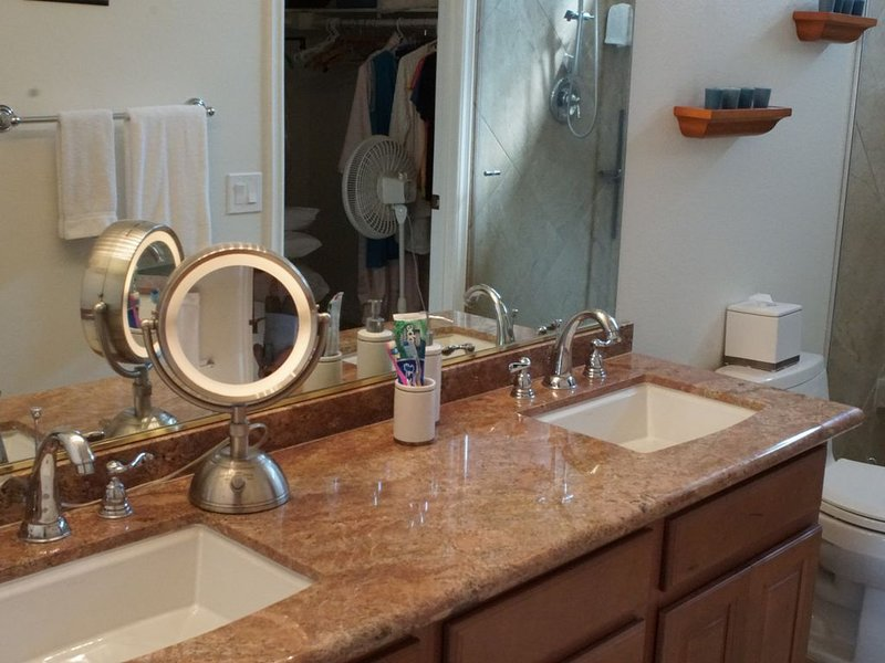 5 STAR ACCOMIDATIONS AT A 2 STAR PRICE, holiday rental in Cathedral City