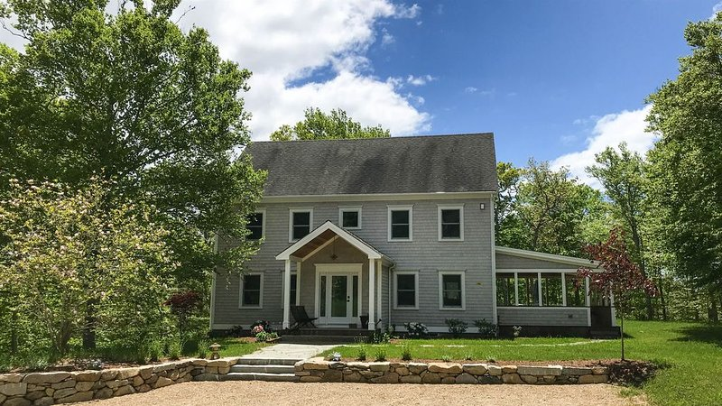 New Listing! Secluded Large Modern home on Indian Hill Road, holiday rental in West Tisbury