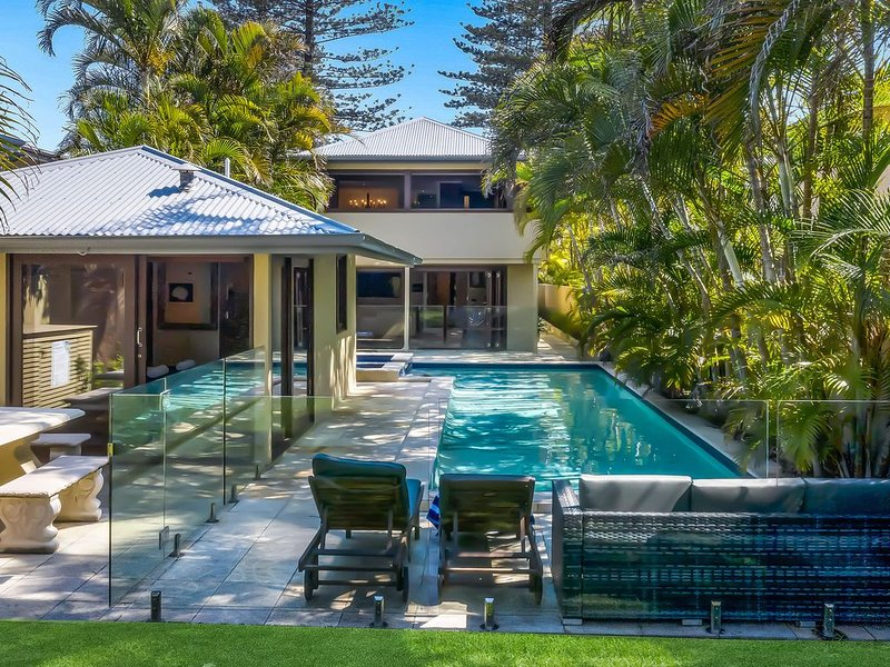 The Byron Beach House- Ultimate luxury in a perfect location-1 min to main beach, holiday rental in Byron Bay