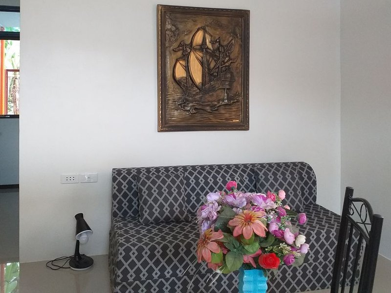 Brand new apartment, close to Balai Gethsemane, and Dapian Resort, vacation rental in Quezon Province