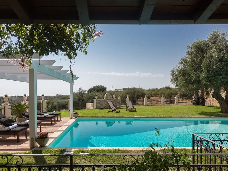 Magnifica Villa di fine 800 con piscina privata, holiday rental in Ribera