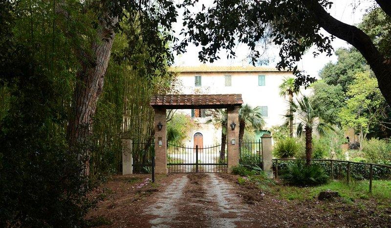Appartamento in villa di campagna con ampio parco di alberi a 800 metri dal mare, aluguéis de temporada em Vignale