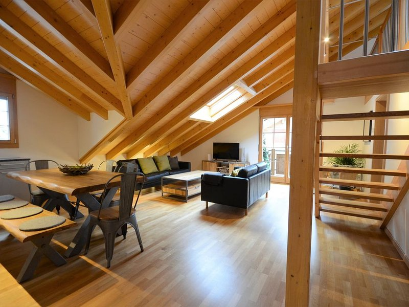 Beautiful penthouse apartment with stunning views of Lauterbrunnnen valley., Ferienwohnung in Berner Oberland