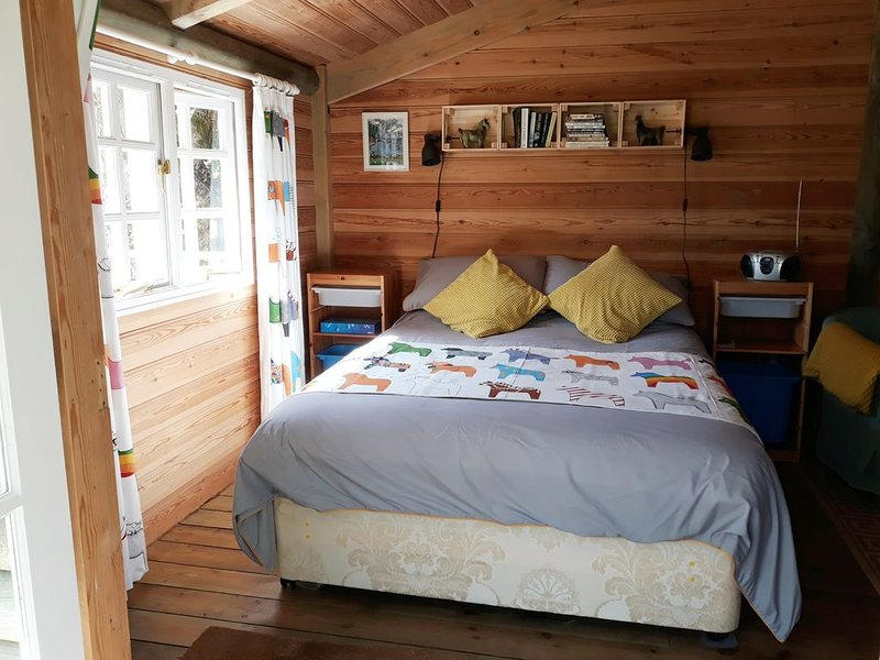 Log cabin  near to Port Issac and Tintagel in north Cornwall ideal for walkers, holiday rental in Treveighan