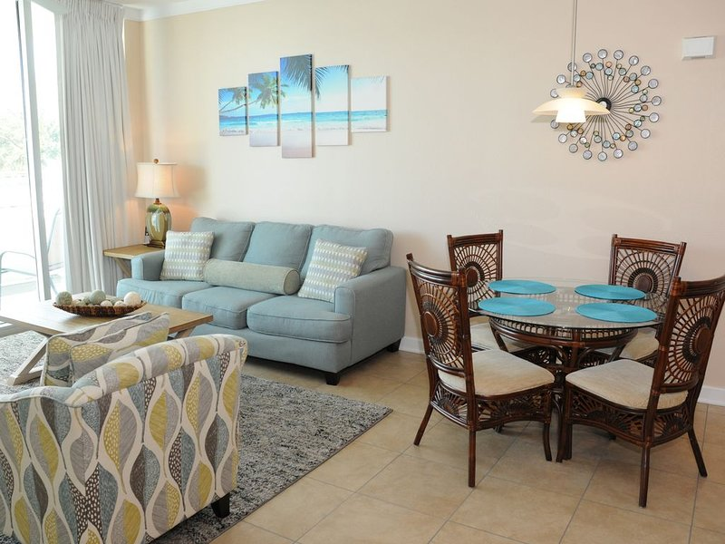Poolside paradise on the beach in Biloxi. Discounted extended stays!, holiday rental in Beauvoir