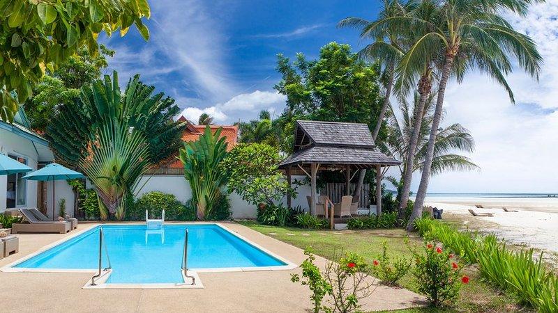 Beachfront Villa Baan Rim Haad, vacation rental in Laem Set