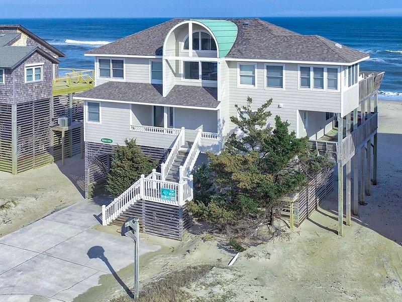 Prime Time - Beautiful 5 Bedroom Oceanfront Home in Avon – semesterbostad i Avon