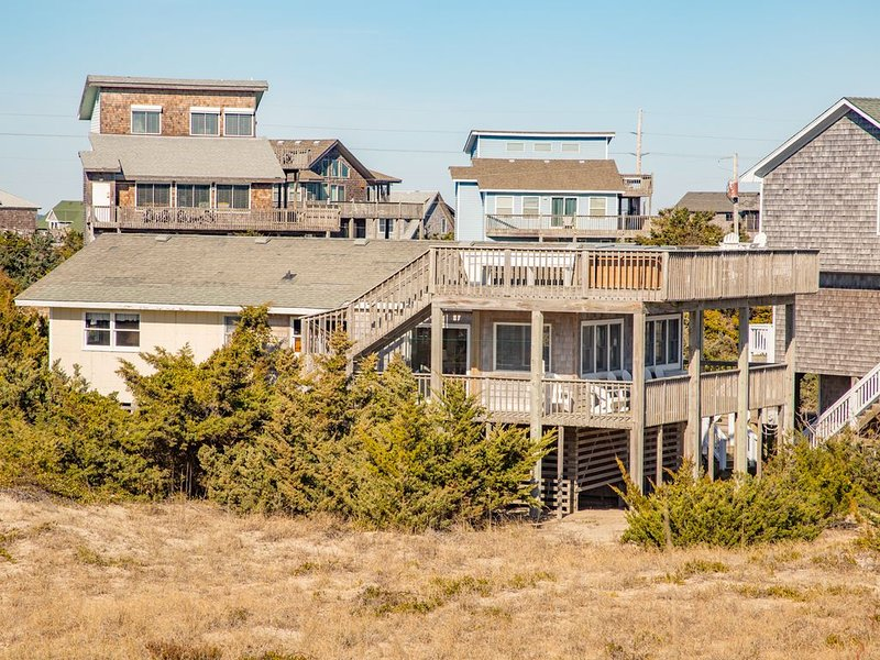 Sea Escape - Upscale 4 Bedroom Oceanfront Home in Avon, holiday rental in Avon