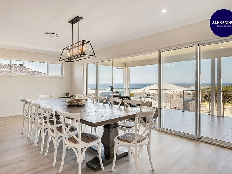 CASA BEL // BRAND NEW MANSION // MIN FROM BEACH, vacation rental in Catherine Hill Bay