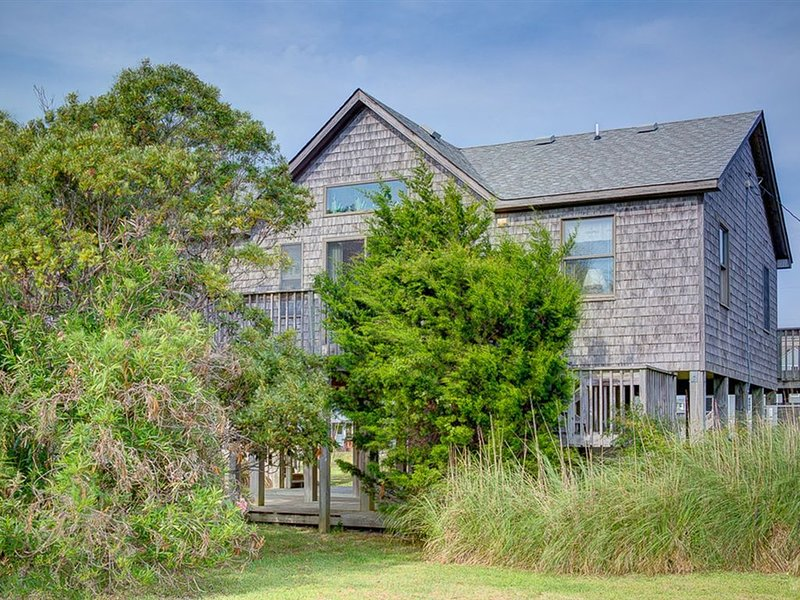 Cape Point - Breathtaking 3 Bedroom Oceanside Home in Buxton, vacation rental in Buxton