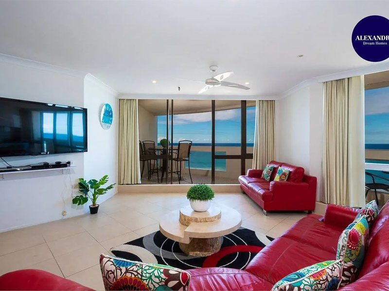 3 BEDROOM APARTMENT // PANORAMIC OCEAN VIEWS, alquiler vacacional en Main Beach