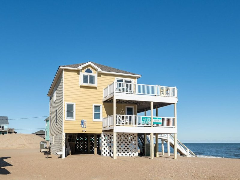 Captain's Cape Girl - Clean 4 Bedroom Oceanfront Home in Buxton, vakantiewoning in Buxton