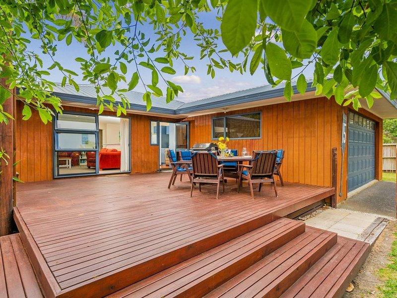 Cooks Beach Retreat - Cooks Beach Holiday Home, holiday rental in Whitianga