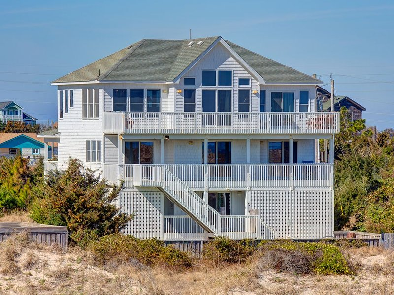 Ann's Palace - Dazzling 6 Bedroom Oceanfront Home in Salvo, holiday rental in Rodanthe