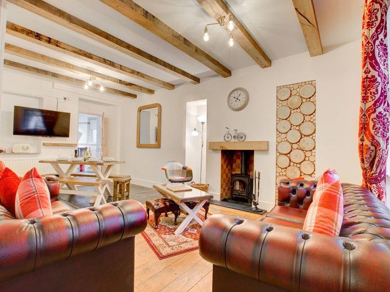 Honeysuckle Cottage - Four Bedroom House, Sleeps 8, holiday rental in Windermere
