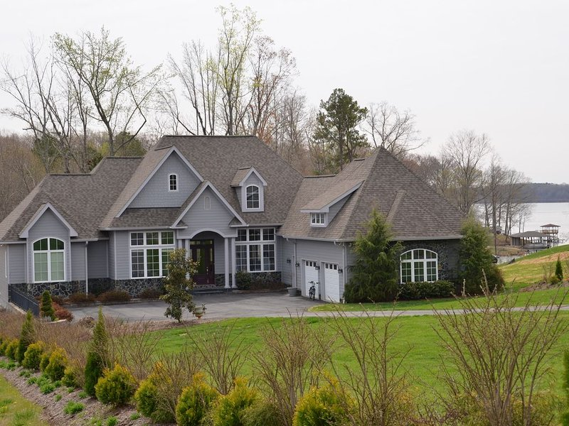 Spectacular Lakefront Chateau Five Huge Bedrooms Five Baths - Gorgeous!, vacation rental in Macon