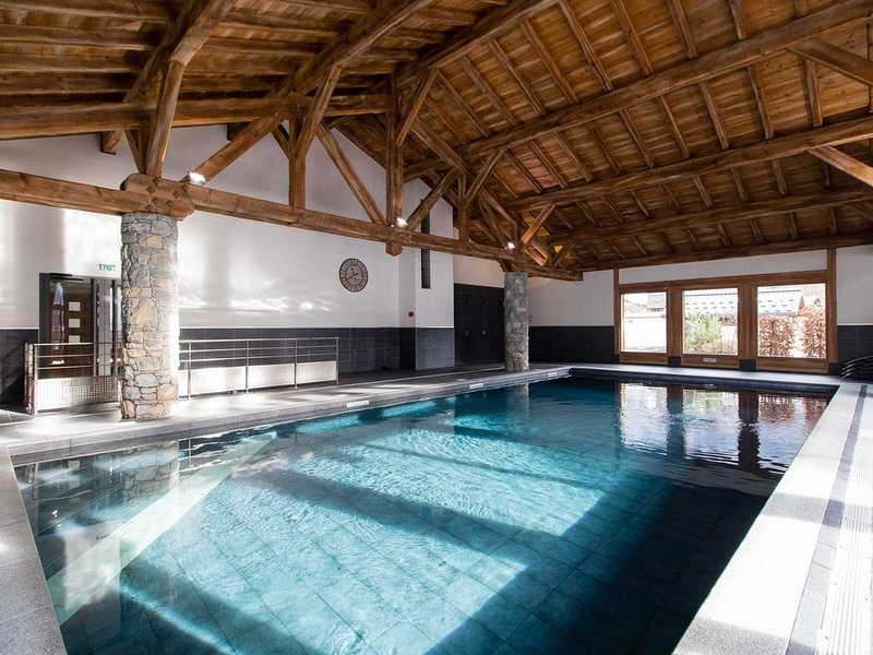 Luxury 2-bedroom apartment & residents' pool, Samoëns, Grand Massif, holiday rental in Grand Massif