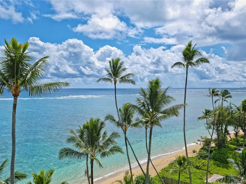 ALOHA PARADISE PENTHOUSE!! 3BR/2BA/2-Story! BEACH FRONT! Check Winter Specials!!, vacation rental in Hauula