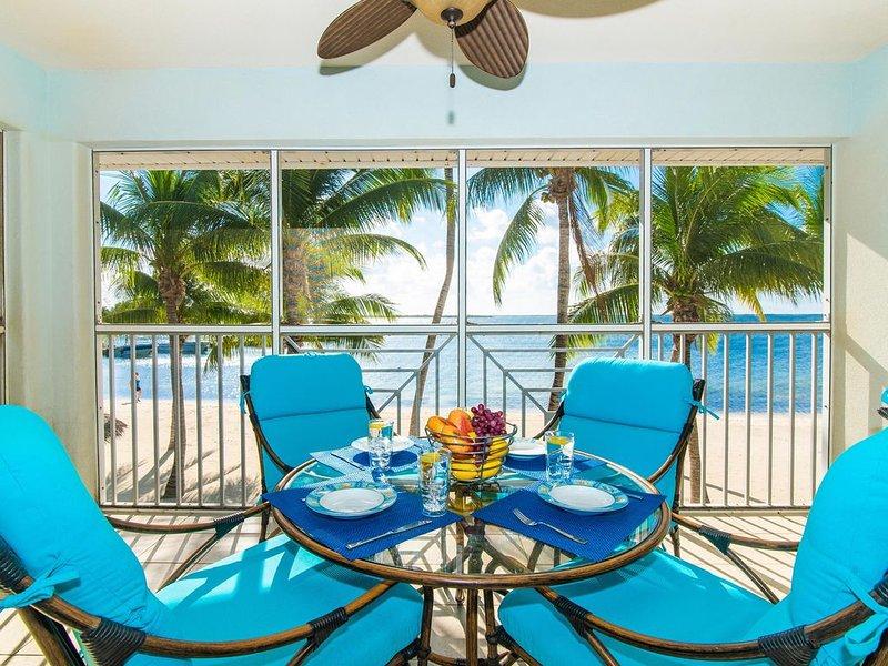 Kaibo Dreams: Beachfront Paradise w/Shared Pool & Hot Tub; Walk to Restaurants &, alquiler de vacaciones en Gran Caimán