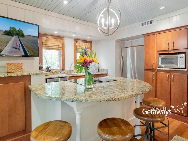 Comfortable Cottage Meets Luxury - 2 Minute Walk to Beach!, holiday rental in Kiawah Island