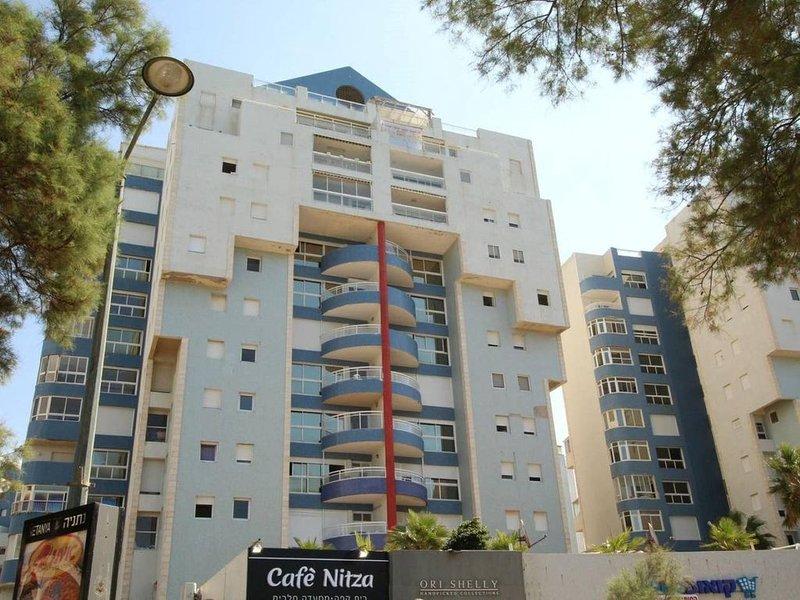דירת יוקרה מול הים ניצה 8 נתניה in Netanya, holiday rental in Hadera