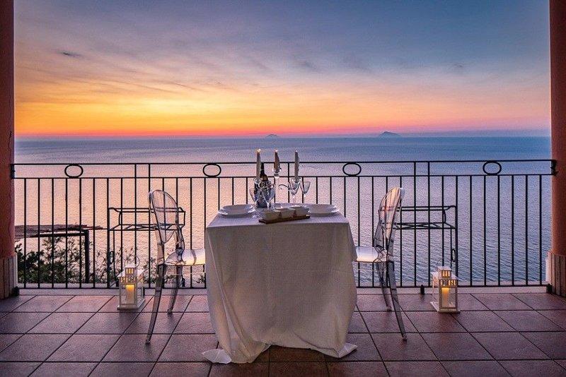 VILLA FIORDALISO CON VISTA SUL MARE, vacation rental in Ficarra