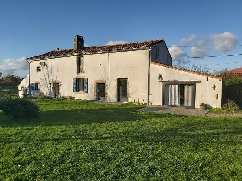 La Chaudronnière, gîte 8/10 places proche du Puy du Fou, vacation rental in La Chapelle-Gaudin