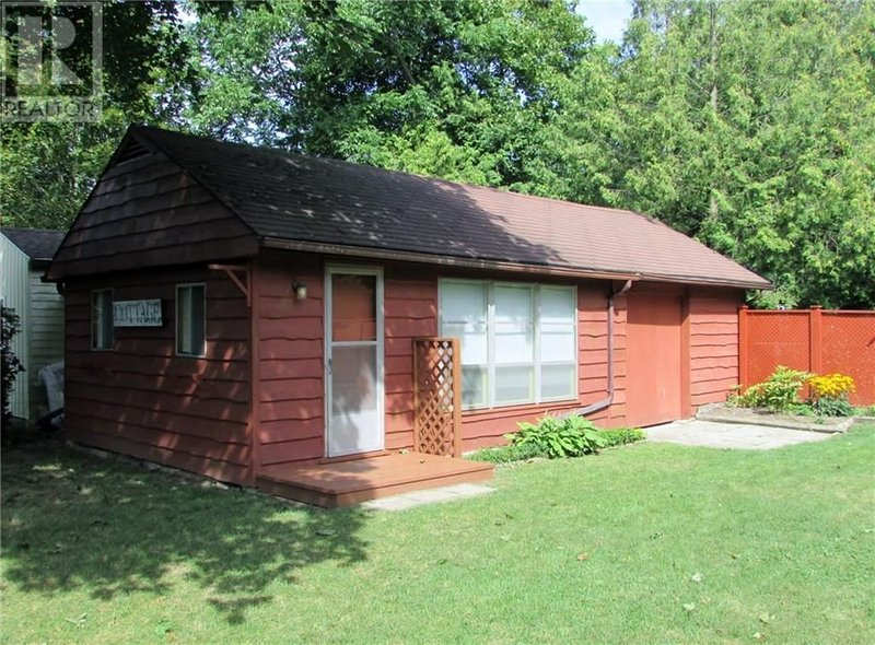 4 bedroom/2 bathroom cottage plus bunkie in the heart of Bayfield!, location de vacances à Bayfield