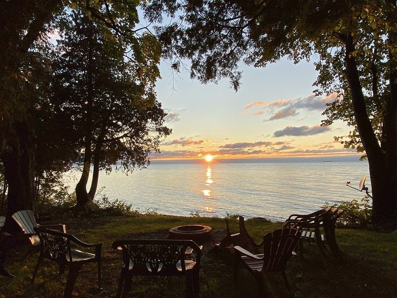 Experience real Door County in waterfront, secluded classic cottage -sleeps 12!, holiday rental in Egg Harbor