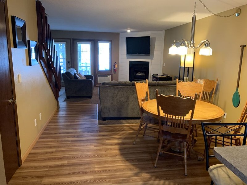 ⚓ ❀ LAKEFRONT CONDO  ❀ ⚓, vacation rental in Wisconsin Dells