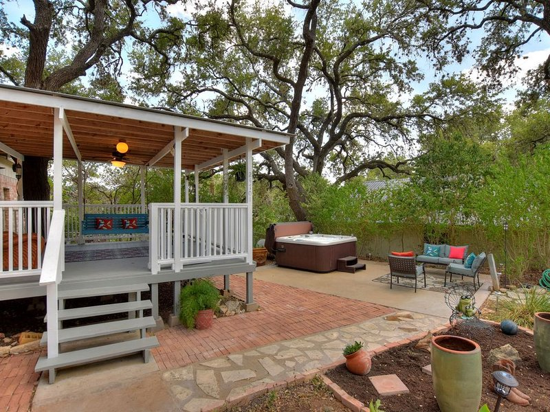 Kickback Cove River Retreat w/ hot tub, vacation rental in Briarcliff
