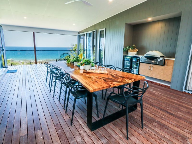 CORYMBIA BEACH HOUSE, holiday rental in Deepwater