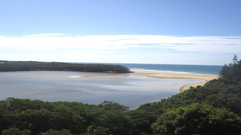 Breathtaking views over Currimundi Lake!, holiday rental in Parrearra