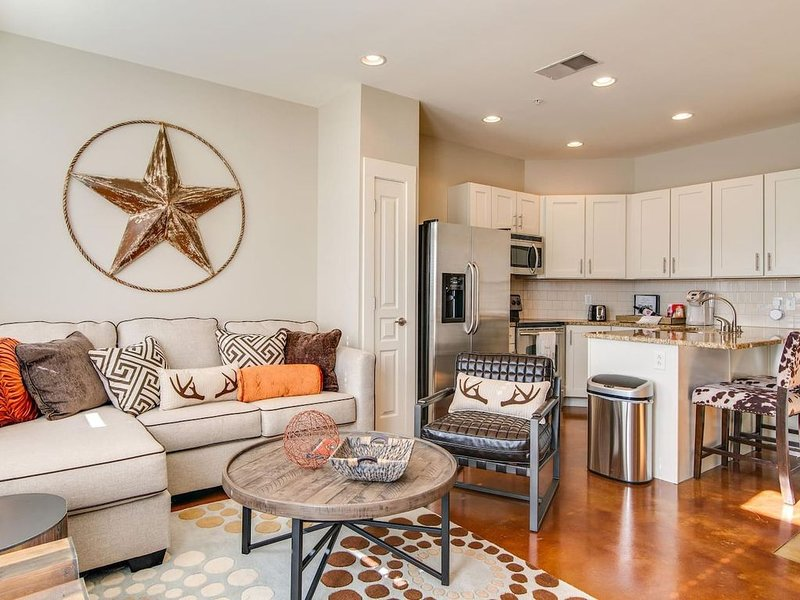 Modern & comfortable! An open kitchen & living space, fit for a large group!