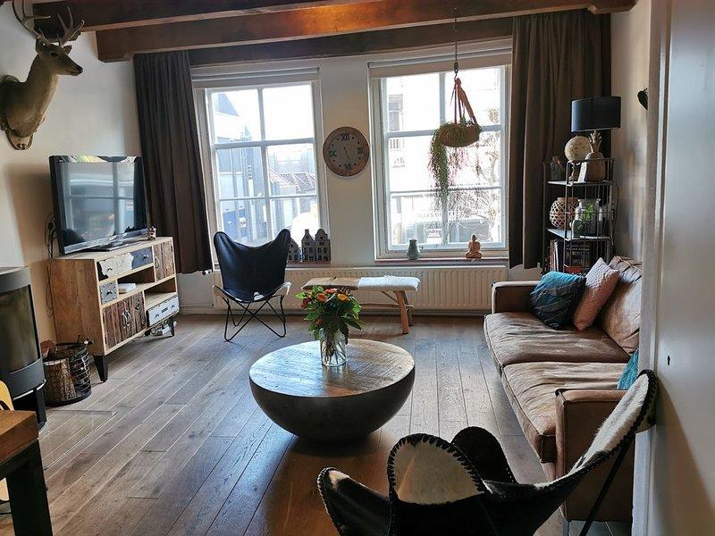sfeervol ingerichte monumentale woning in hartje Middelburg incl fietsen, holiday rental in Middelburg
