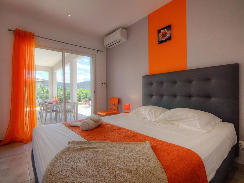 Magnifique Villa avec piscine chauffée  , à 900 mètres de la plage de Farinole, holiday rental in Ogliastro