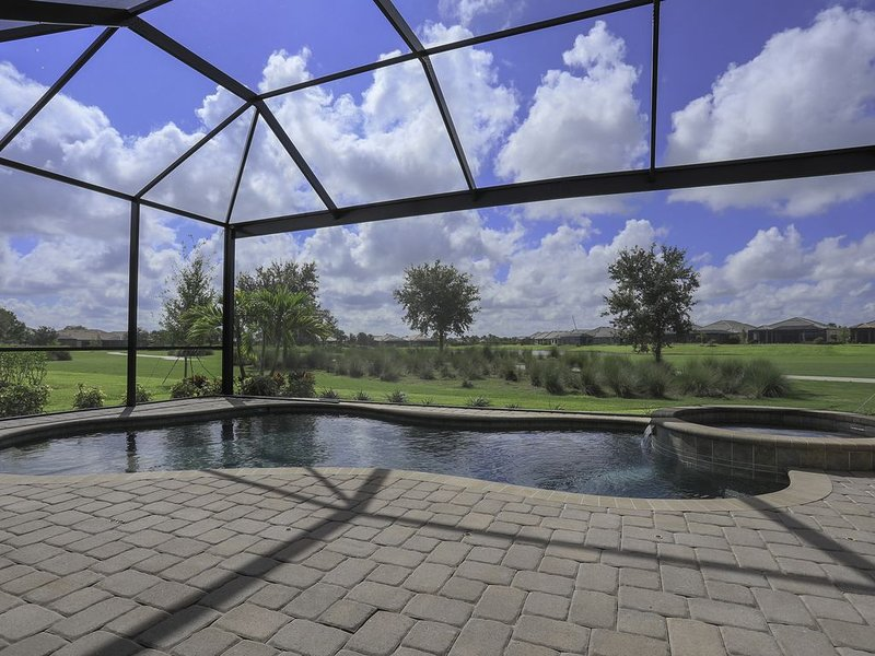 Upscale Pool Home in Esplanade Golf & Country Club. Lakewood Ranch 04, vacation rental in Lakewood Ranch
