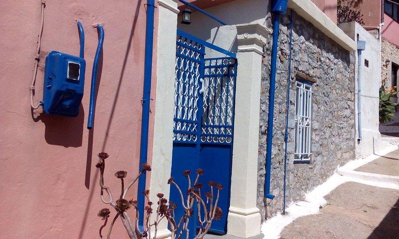 Old traditional house near to Spinalonga Island, location de vacances à Fourni